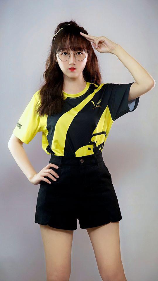 Bất ngờ xuất hiện team nữ V Gaming cực xinh đẹp trong giải LMHT: Làng Đụt Đại Chiến - Ảnh 3.