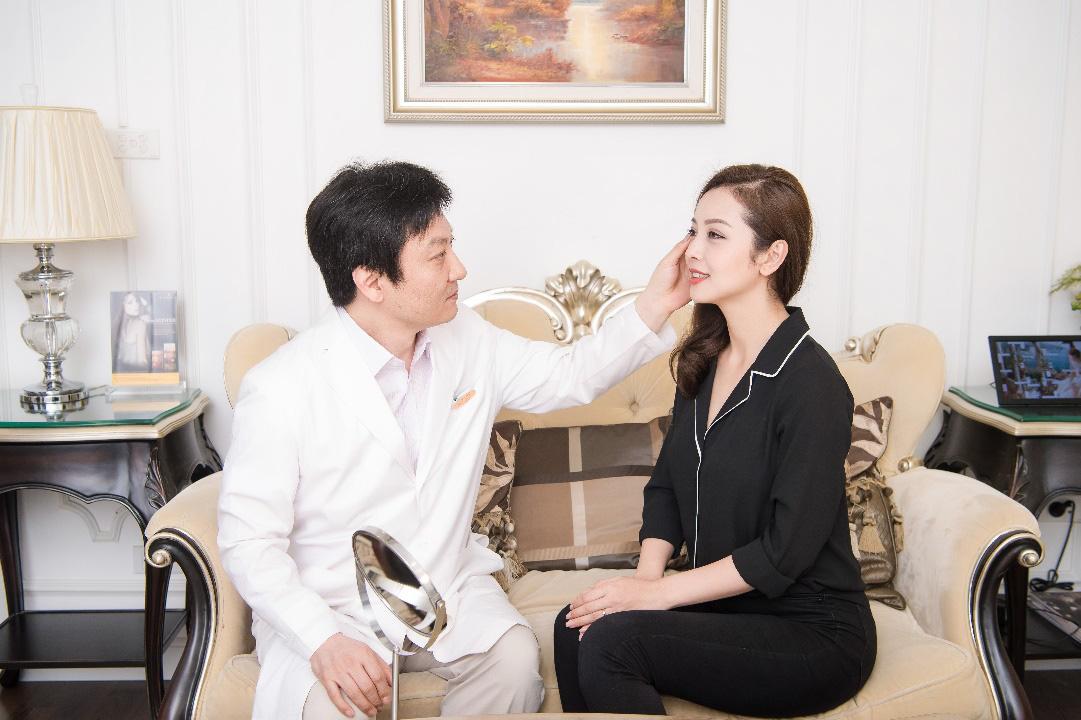 Sau mùa dịch, theo dõi cẩm nang chăm sóc sắc đẹp của bà mẹ 4 con Jennifer Phạm và Hoa hậu Tiểu Vy - Ảnh 3.