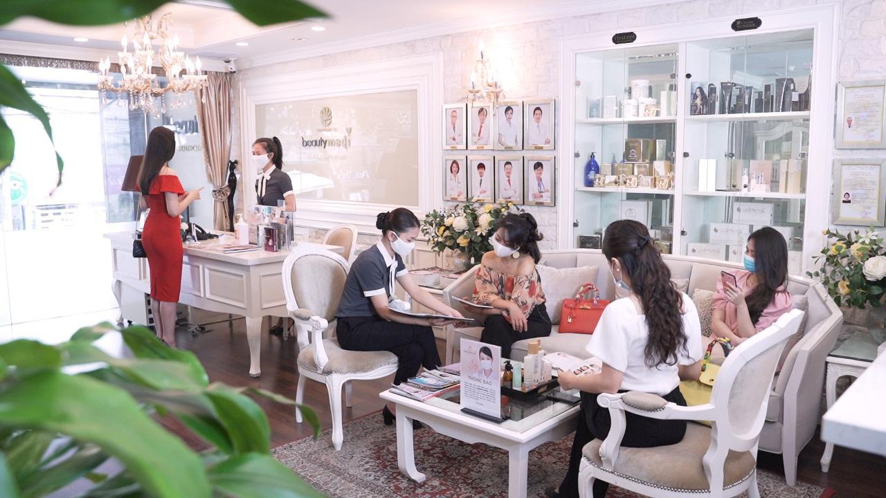 Sau mùa dịch, theo dõi cẩm nang chăm sóc sắc đẹp của bà mẹ 4 con Jennifer Phạm và Hoa hậu Tiểu Vy - Ảnh 7.