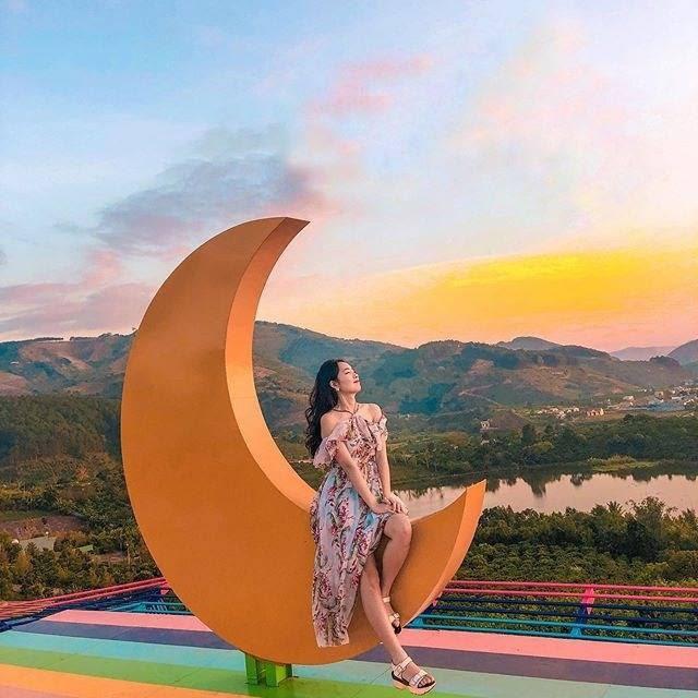 """Hậu cách ly, giới trẻ """"đổ xô"""" đi và trải nghiệm khắp Việt Nam: Lưu ngay 5 địa điểm hot được check-in nhiều nhất hiện nay - Ảnh 1."""