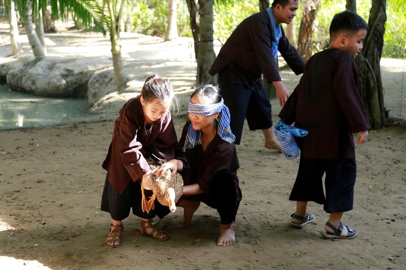 Trang Lou - Tùng Sơn cùng con đối diện với nỗi sợ bác sĩ trong Thử Thách Lớn Khôn - Ảnh 10.