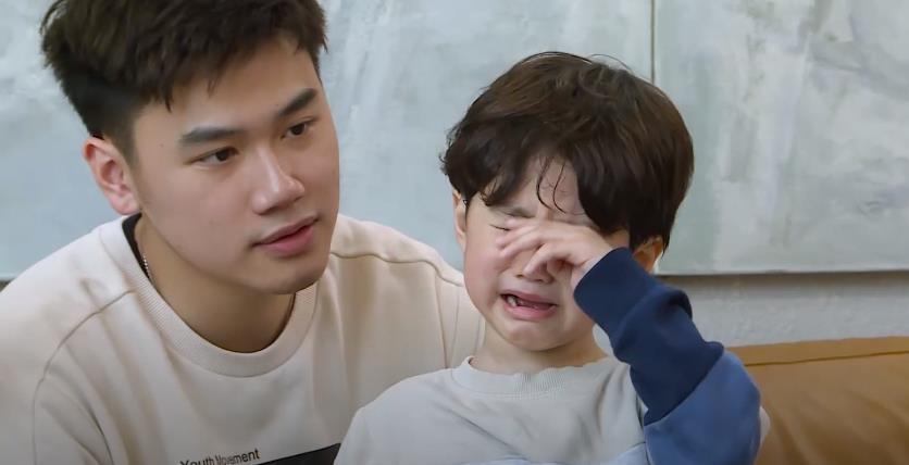 Trang Lou - Tùng Sơn cùng con đối diện với nỗi sợ bác sĩ trong Thử Thách Lớn Khôn - Ảnh 3.