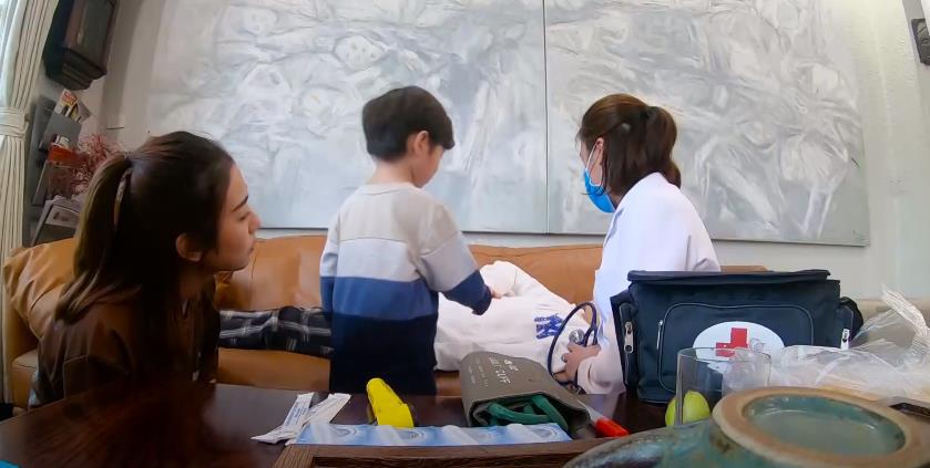 Trang Lou - Tùng Sơn cùng con đối diện với nỗi sợ bác sĩ trong Thử Thách Lớn Khôn - Ảnh 4.
