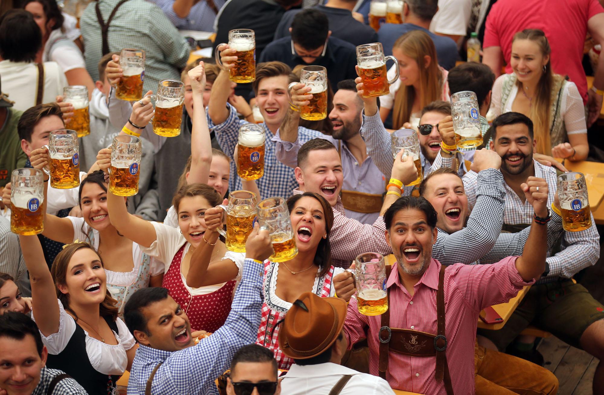 Từ nước Đức về Việt Nam, chuyện đi uống bia vốn chẳng để say xỉn - Ảnh 1.