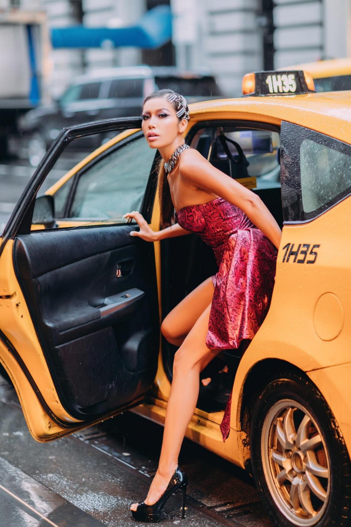 Mãn nhãn với loạt hairstyle đẳng cấp của Minh Tú trong lần tham dự New York Fashion Week Spring/Summer 2020 - Ảnh 3.