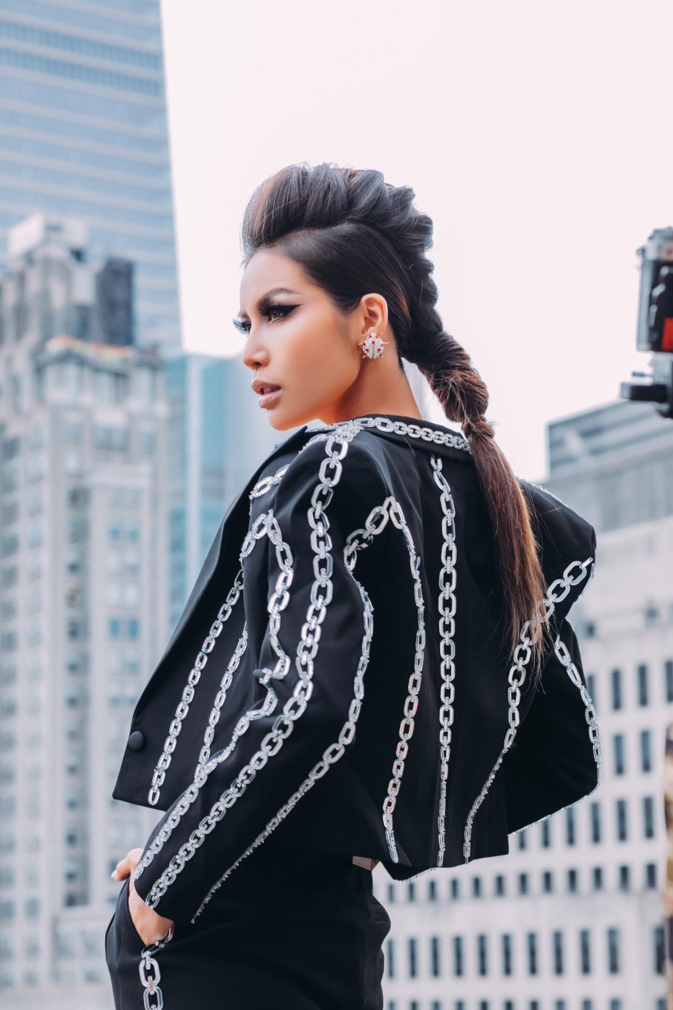 Mãn nhãn với loạt hairstyle đẳng cấp của Minh Tú trong lần tham dự New York Fashion Week Spring/Summer 2020 - Ảnh 8.