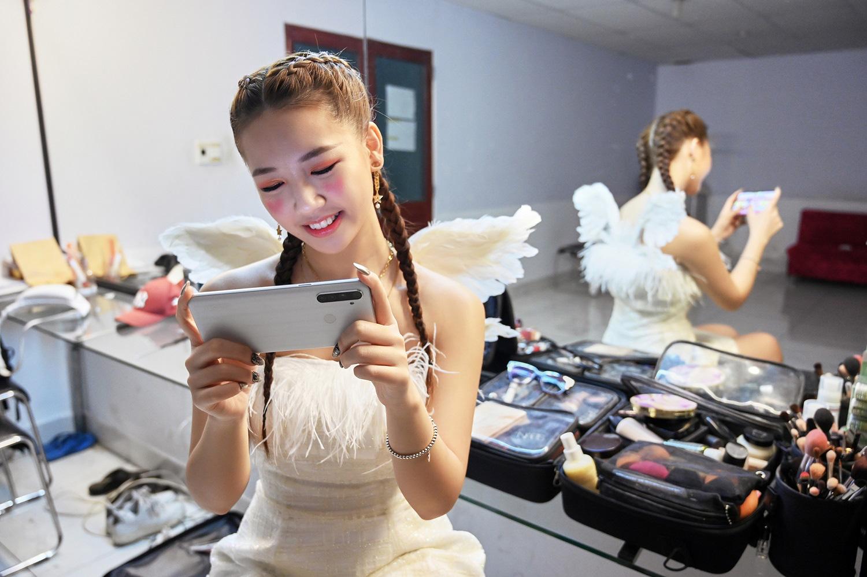 Chỉ mới debut hơn 1 năm, nữ ca sĩ 10X Amee đạt nhiều kỳ tích đáng nể - Ảnh 2.