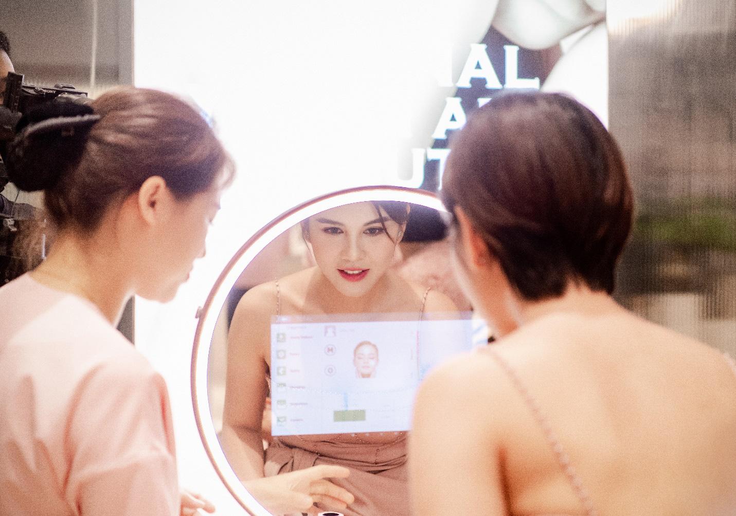 Vỡ trận trên con phố Bà Triệu trong Tuần lễ nhận quà tặng miễn phí của Chuỗi Trung tâm chăm sóc da và sức khỏe H&H - Ảnh 4.