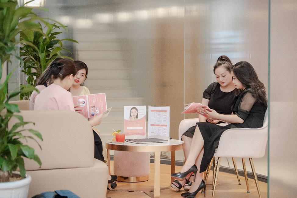 Vỡ trận trên con phố Bà Triệu trong Tuần lễ nhận quà tặng miễn phí của Chuỗi Trung tâm chăm sóc da và sức khỏe H&H - Ảnh 5.