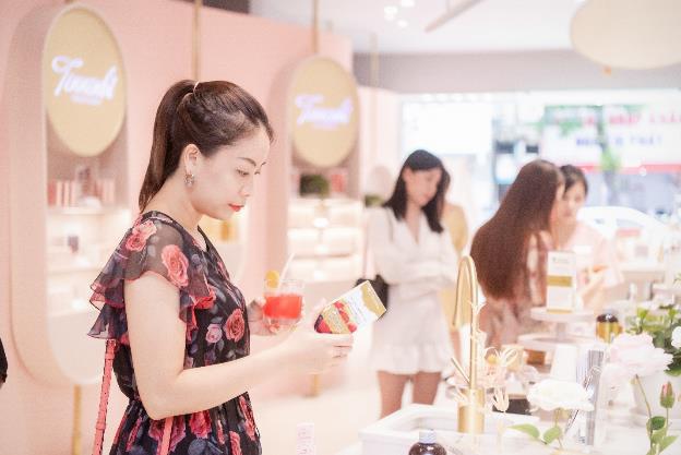 Vỡ trận trên con phố Bà Triệu trong Tuần lễ nhận quà tặng miễn phí của Chuỗi Trung tâm chăm sóc da và sức khỏe H&H - Ảnh 8.