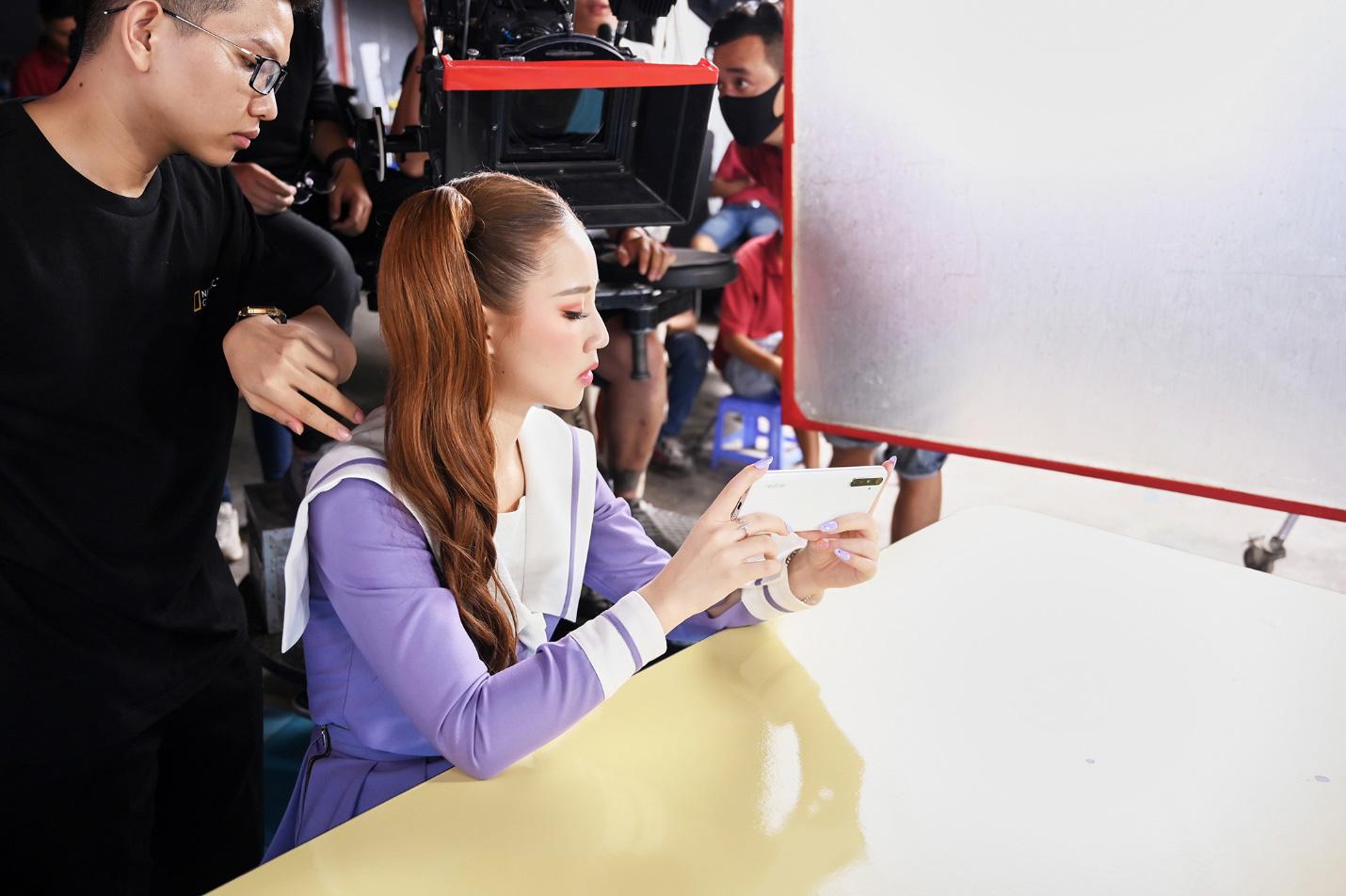 Amee xinh bá đạo trong hậu trường MV Yêu Thì Yêu Không Yêu Thì Yêu - Ảnh 9.