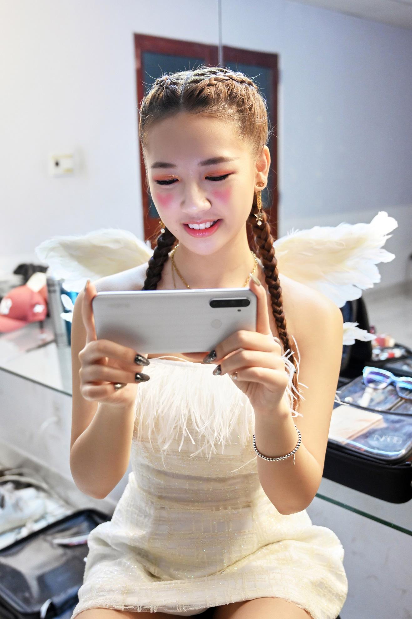 Amee xinh bá đạo trong hậu trường MV Yêu Thì Yêu Không Yêu Thì Yêu - Ảnh 10.