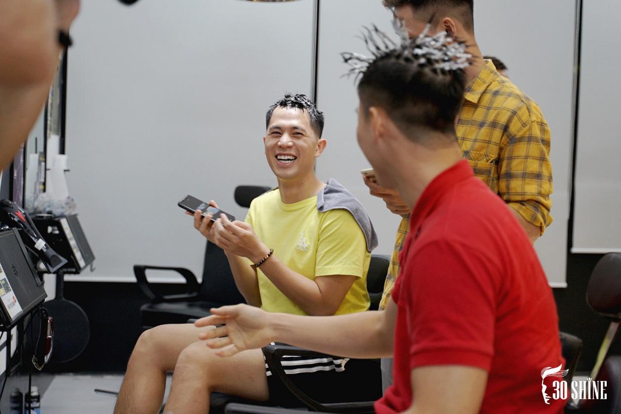 """Duy Mạnh - Đình Trọng thử một lần """"chơi lớn"""" kiểu tóc hot trend 2020 để xem fan có trầm trồ và cái kết - Ảnh 12."""