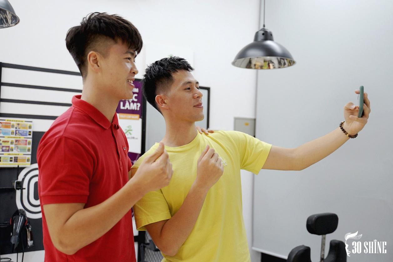 """Duy Mạnh - Đình Trọng thử một lần """"chơi lớn"""" kiểu tóc hot trend 2020 để xem fan có trầm trồ và cái kết - Ảnh 13."""