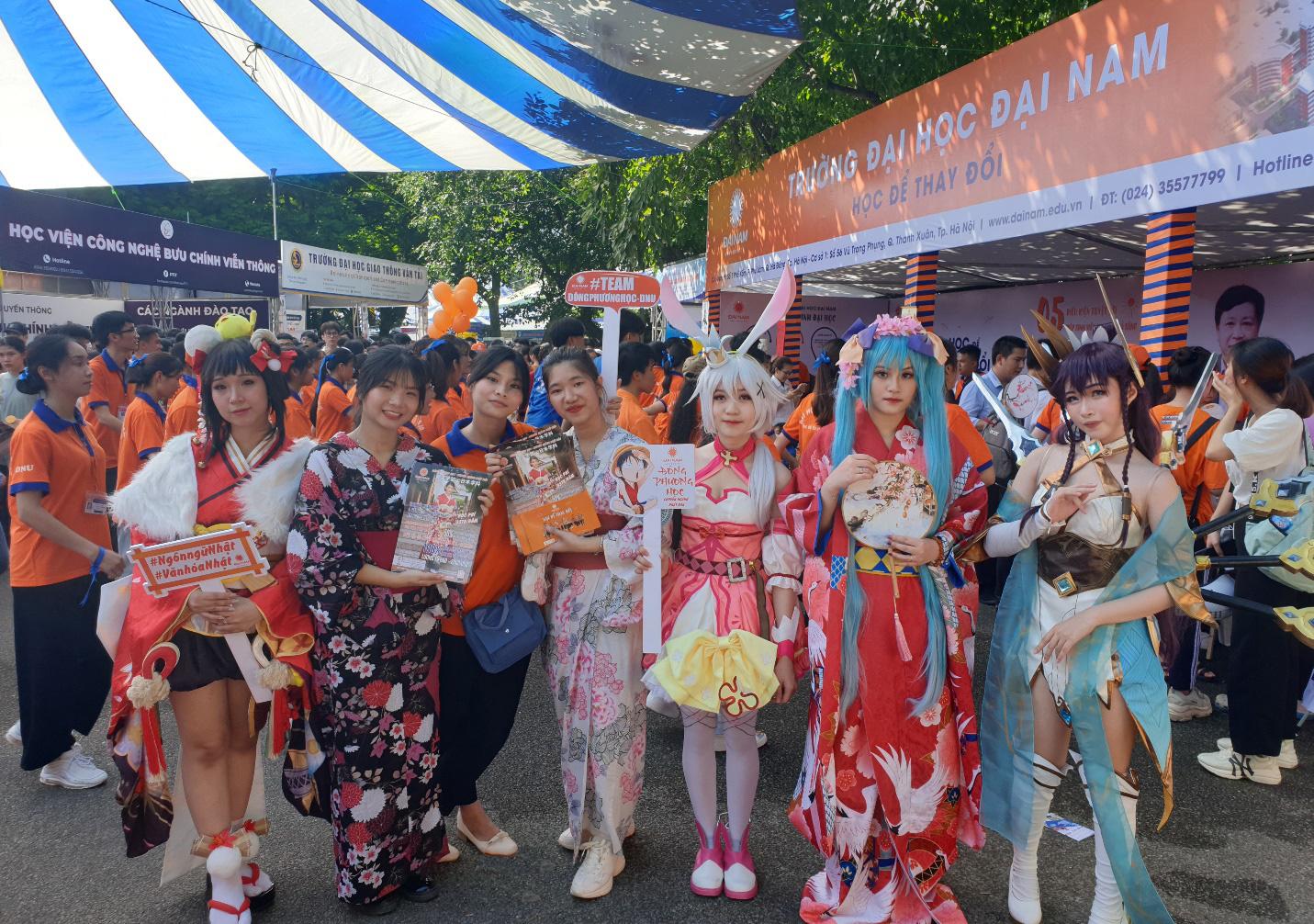 """Chuyên ngành Nhật Bản ĐH Đại Nam mang văn hóa Nhật """"náo loạn"""" ngày hội tuyển sinh 2020 - Ảnh 1."""