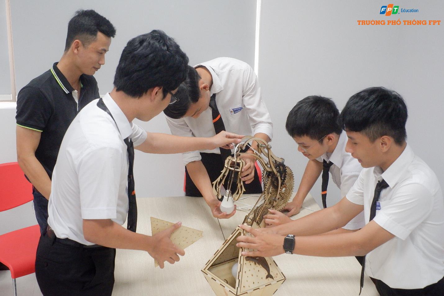 Giáo dục phổ thông thế kỷ 21 tại trường THPT FPT Đà Nẵng - Ảnh 1.