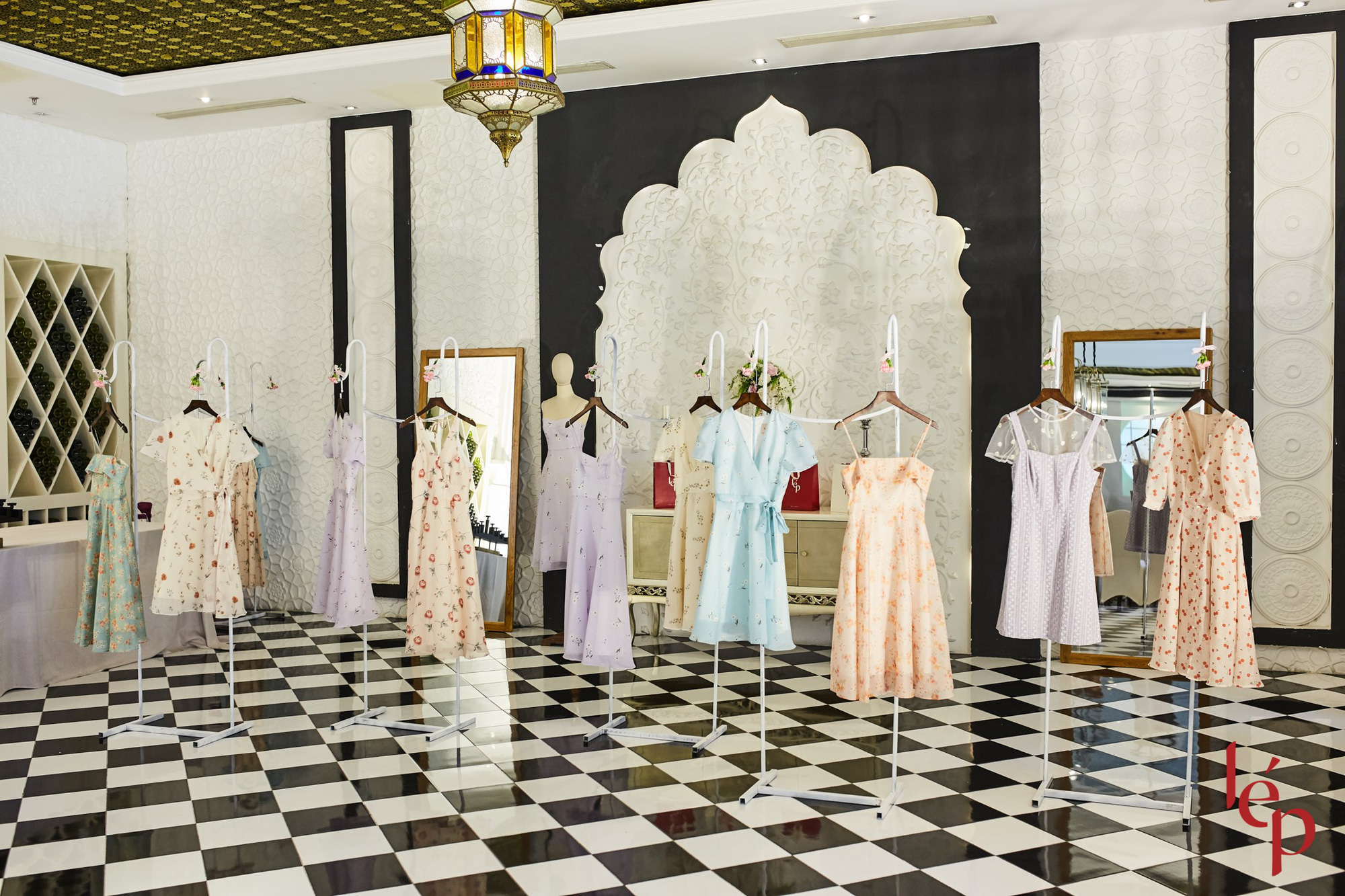 Lep' - Brand nổi tiếng với những chiếc váy hoa cùng khách hàng thiết kế họa trên lụa - Ảnh 7.