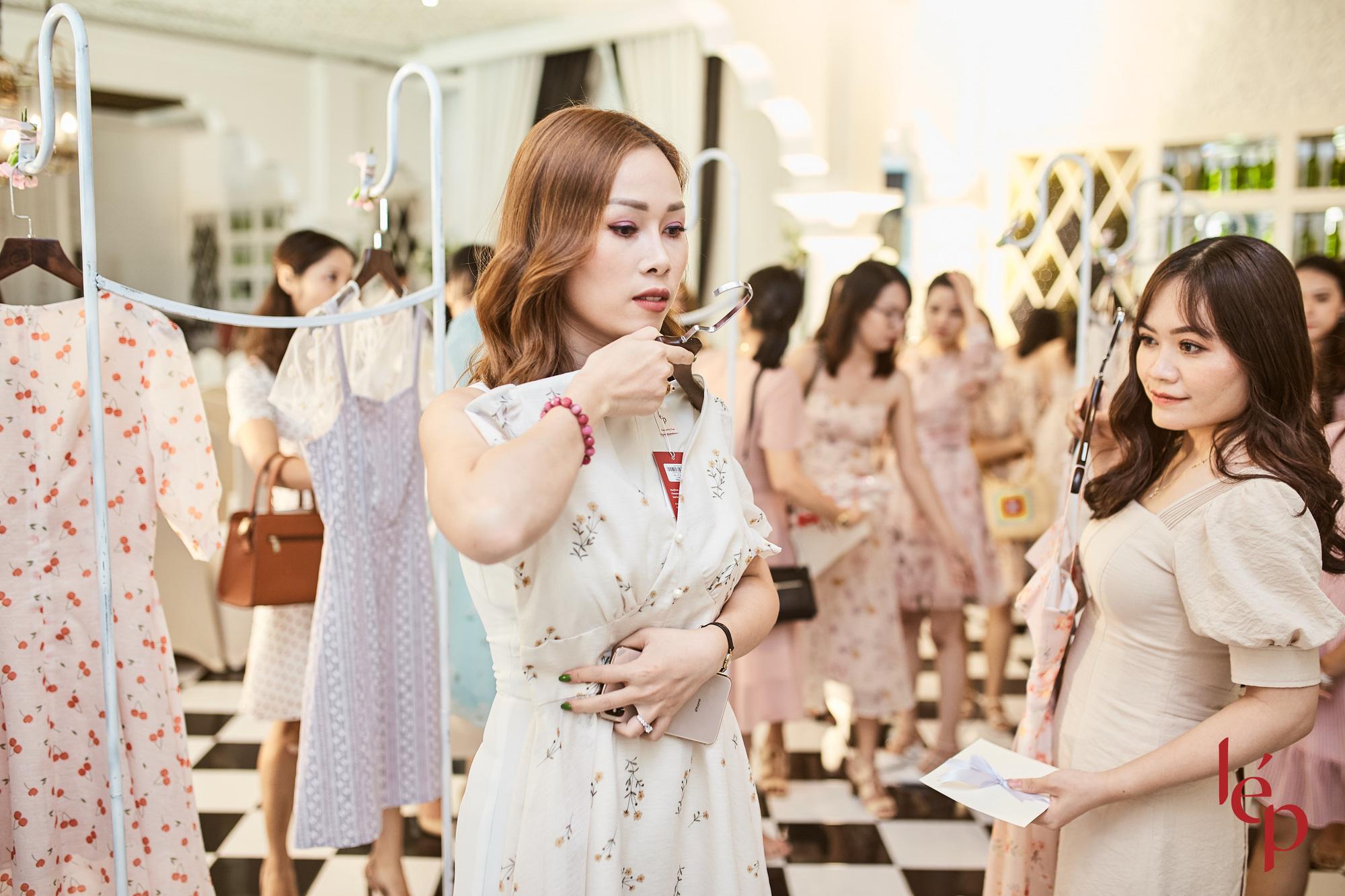 Lep' - Brand nổi tiếng với những chiếc váy hoa cùng khách hàng thiết kế họa trên lụa - Ảnh 9.