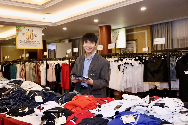 Nóng: Quỳnh Anh Shyn gợi cảm, cá tính lắc lư theo điệu nhạc cùng robot tại DAFC Private Sale - Ảnh 3.