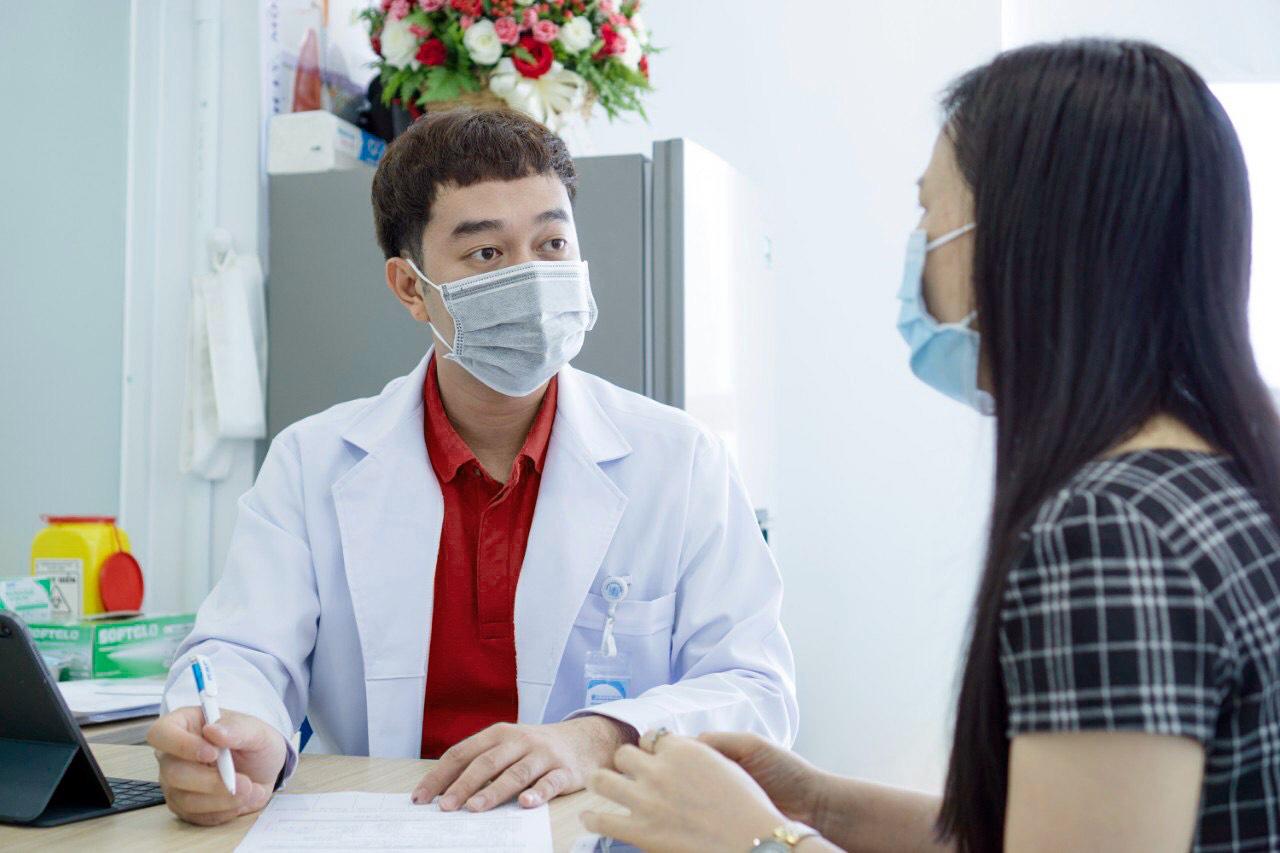 Nghe hot mom và bác sĩ nói chuyện chống dịch, bất ngờ khi đồng quan điểm về một điều - Ảnh 4.