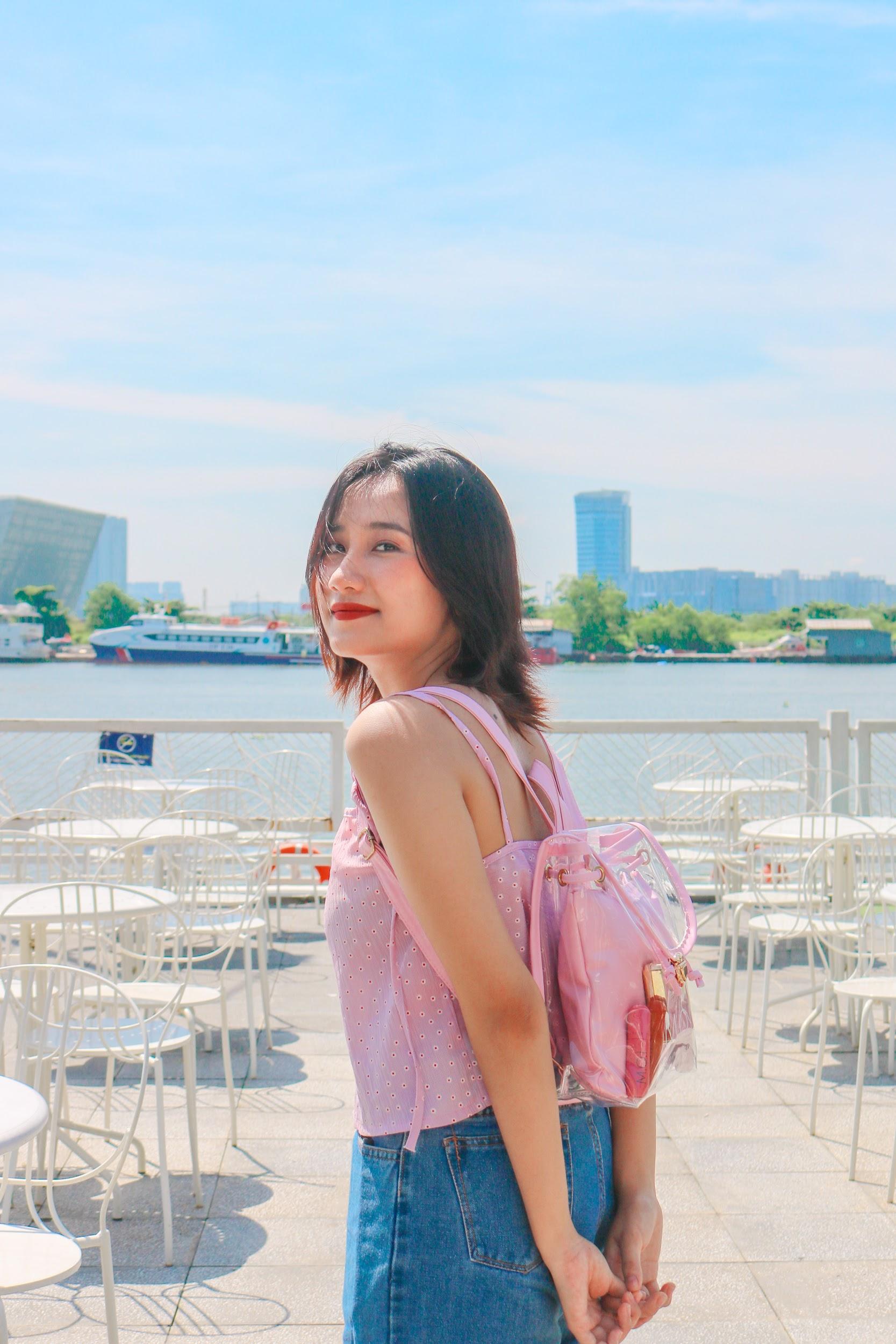 """Vô tình đeo """"balo ngược"""", Hà Hồ lại tạo trend ngọt lịm cho item mùa hè năng động năm nay - Ảnh 7."""