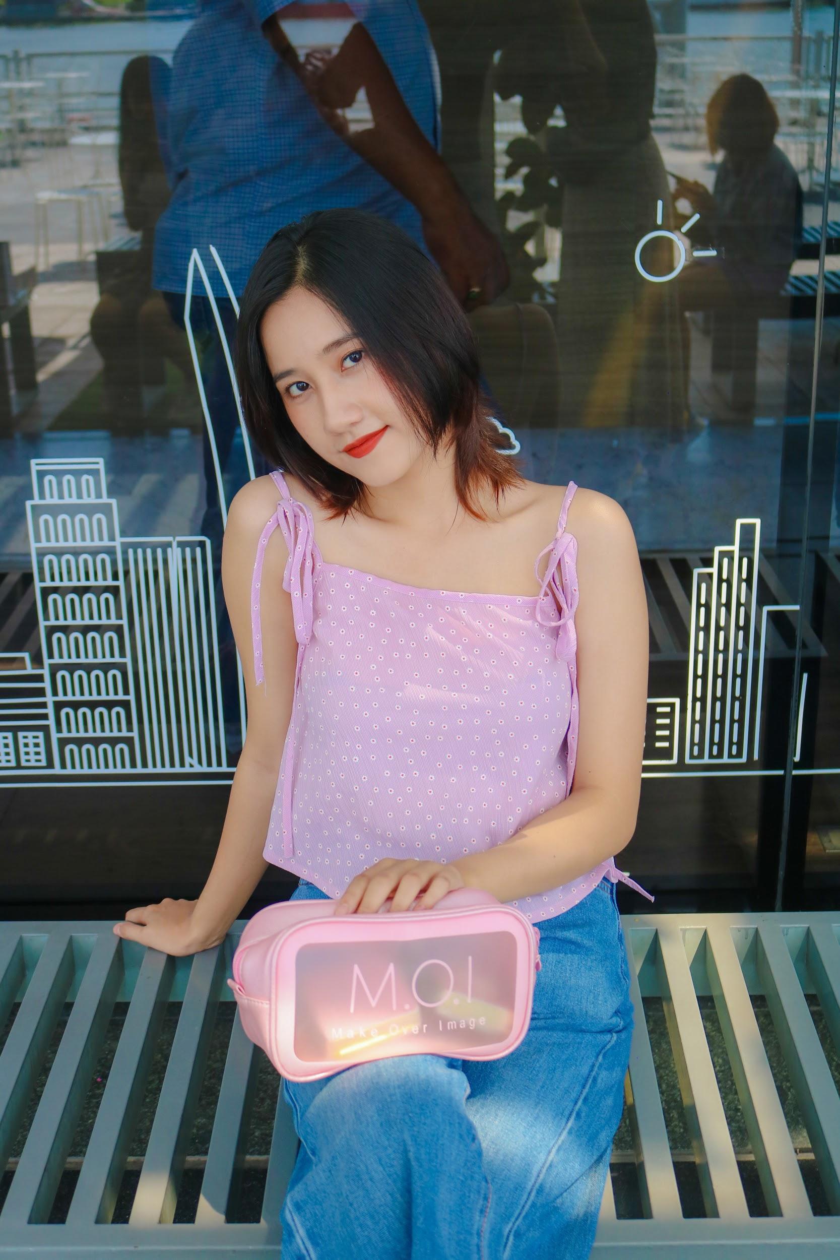 """Vô tình đeo """"balo ngược"""", Hà Hồ lại tạo trend ngọt lịm cho item mùa hè năng động năm nay - Ảnh 10."""