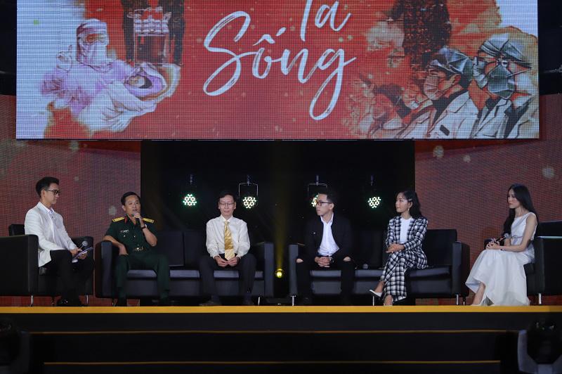 """Xúc động với chia sẻ của Châu Bùi cùng đại diện các chiến sĩ tuyến đầu chống dịch trong Đêm nhạc tri ân """"Khi ta sống"""" - Ảnh 4."""