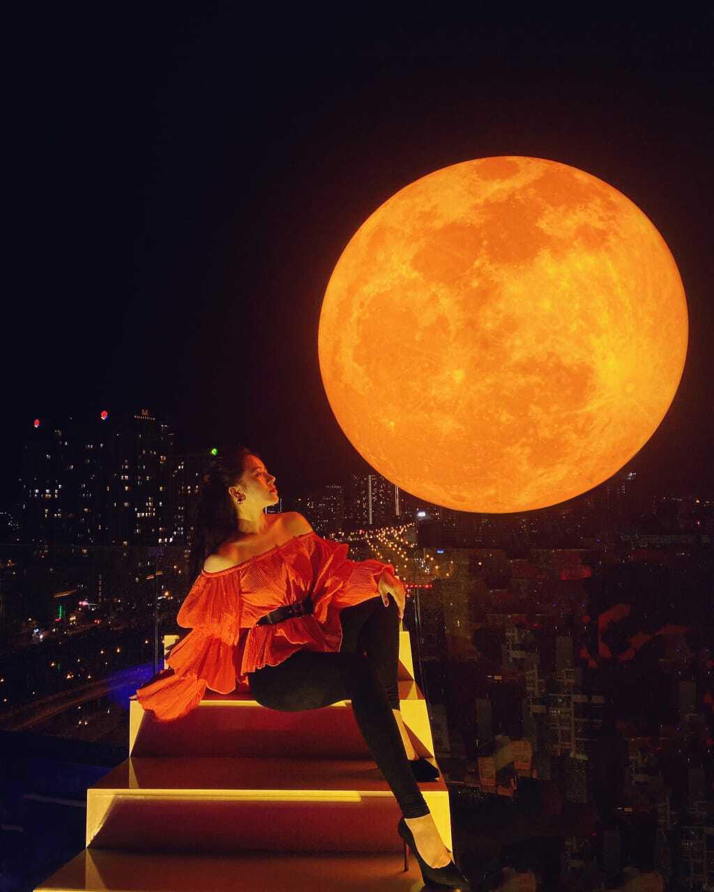 Sự kiện có 1-0-2: Đệ nhất sống ảo cùng siêu trăng tại Sài Gòn - Ảnh 3.