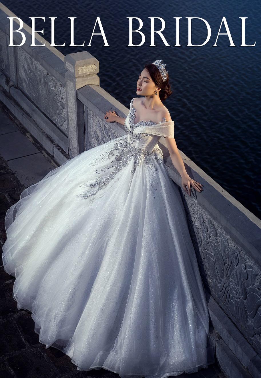 Hoa hậu ảnh Ngọc Nữ diện váy cưới kim cương trị giá gần 1 tỷ đồng hóa công chúa lộng lẫy tại sự kiện khai trương - Ảnh 3.