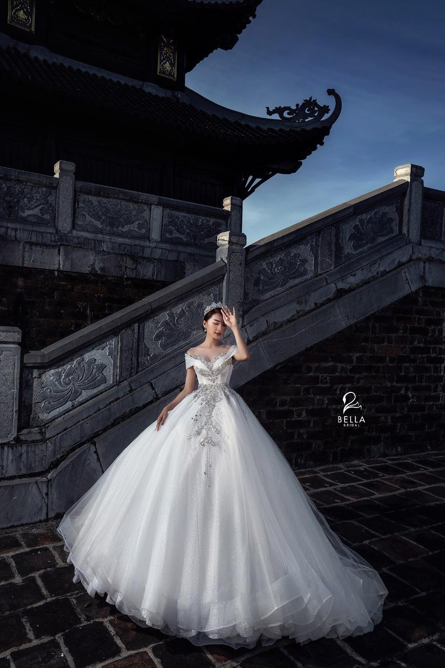 Hoa hậu ảnh Ngọc Nữ diện váy cưới kim cương trị giá gần 1 tỷ đồng hóa công chúa lộng lẫy tại sự kiện khai trương - Ảnh 4.