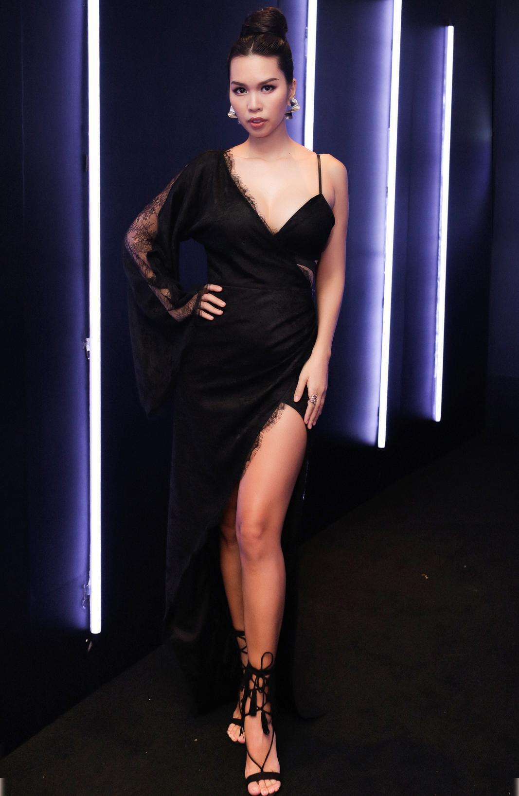 Đầu tư khủng không kém gì váy áo chính là kiểu tóc của dàn mỹ nhân Việt: Tẩy, uốn, vuốt keo, đính phụ kiện đều đủ cả - Ảnh 5.