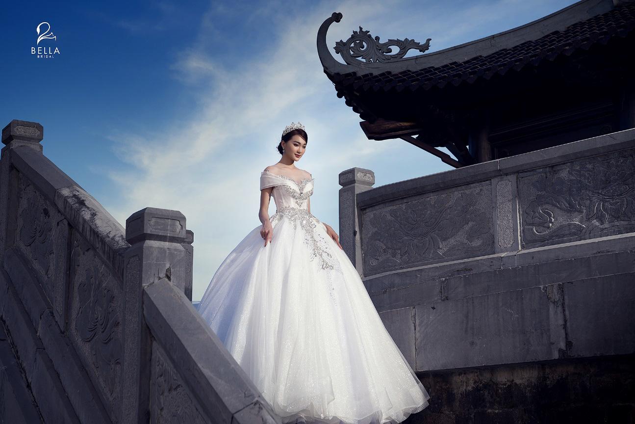 Hoa hậu ảnh Ngọc Nữ diện váy cưới kim cương trị giá gần 1 tỷ đồng hóa công chúa lộng lẫy tại sự kiện khai trương - Ảnh 5.