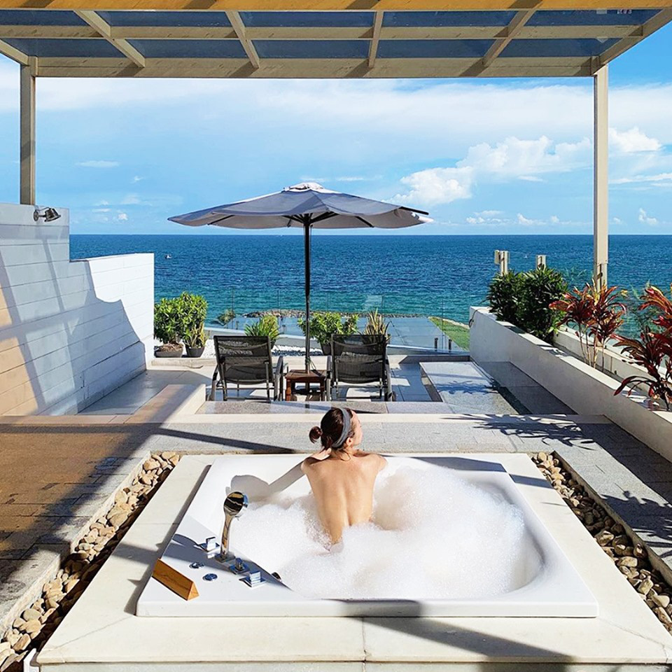 Mê mẩn bồn tắm view biển hot nhất nhì Mũi Né đang được giới trẻ check-in rầm rộ - Ảnh 1.