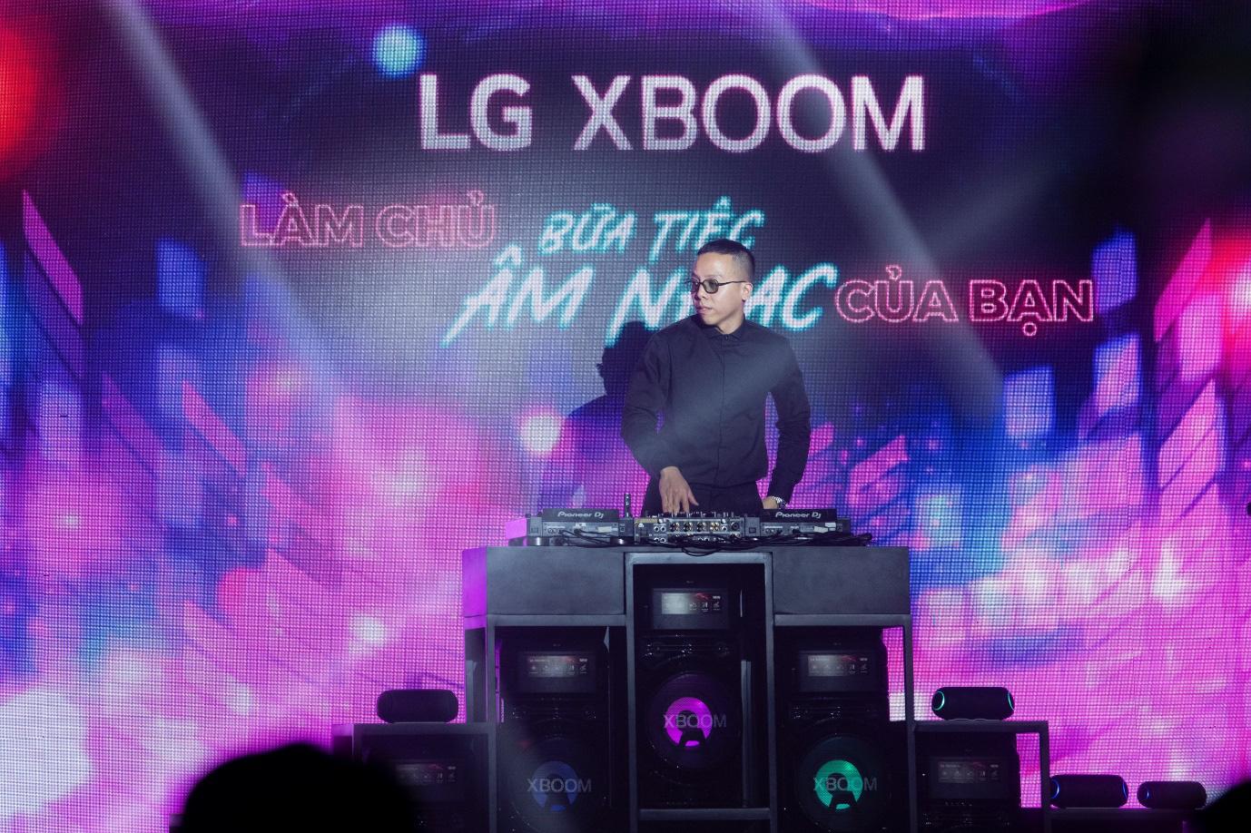 Binz, Touliver và Ninh Dương Lan Ngọc mở màn sự kiện ra mắt TV OLED 8K đầu tiên trên thế giới - Ảnh 4.