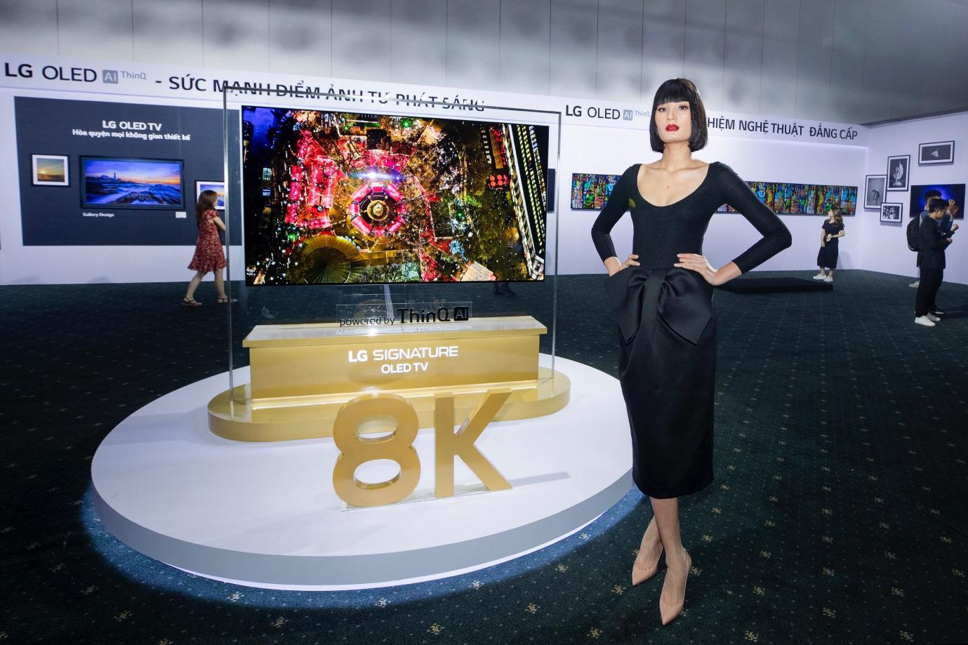 Binz, Touliver và Ninh Dương Lan Ngọc mở màn sự kiện ra mắt TV OLED 8K đầu tiên trên thế giới - Ảnh 8.