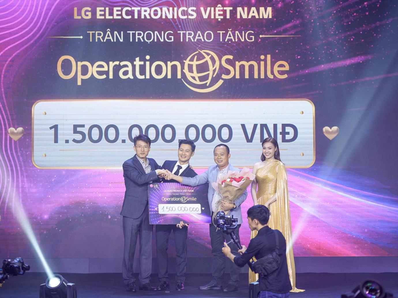 Binz, Touliver và Ninh Dương Lan Ngọc mở màn sự kiện ra mắt TV OLED 8K đầu tiên trên thế giới - Ảnh 9.