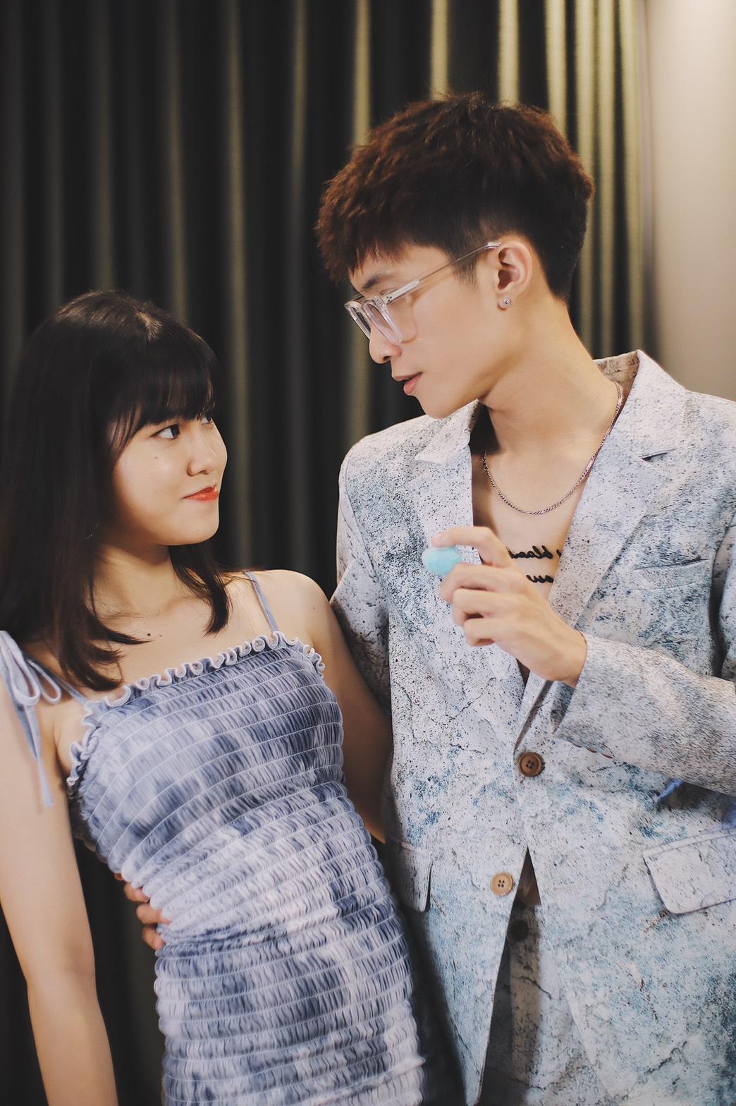 Thái Vũ, Nhung Gumiho, Trang Lou - những gương mặt đi đầu trong làng đu trend chụp ảnh với đá viên hot hit trên MXH - Ảnh 4.