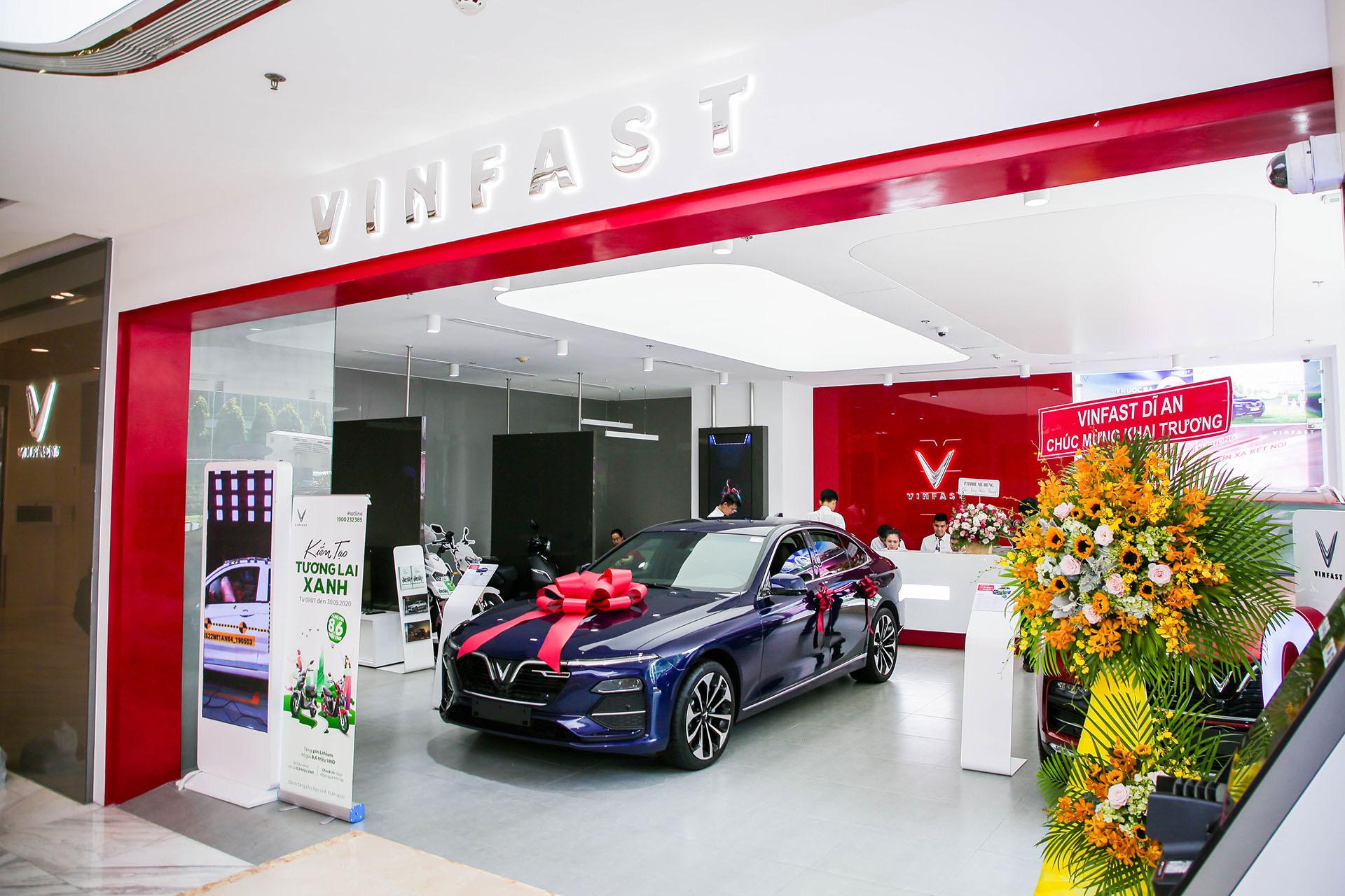 VinFast lập kỷ lục khai trương 27 showroom trong một ngày - Ảnh 1.
