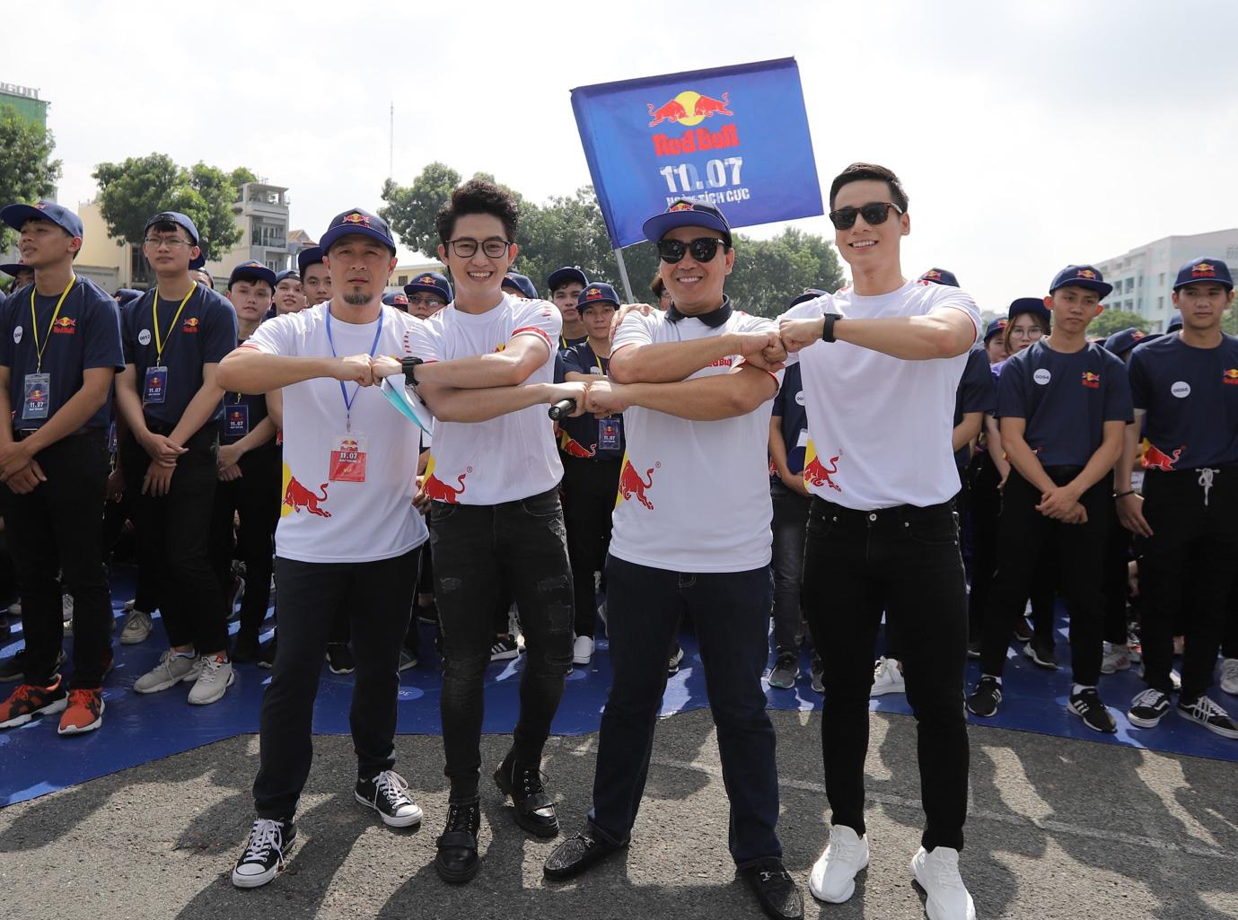 Red Bull tạo dấu ấn với Ngày Tích Cực, xác lập kỷ lục châu Á để lan tỏa năng lượng tích cực khắp Việt Nam - Ảnh 2.