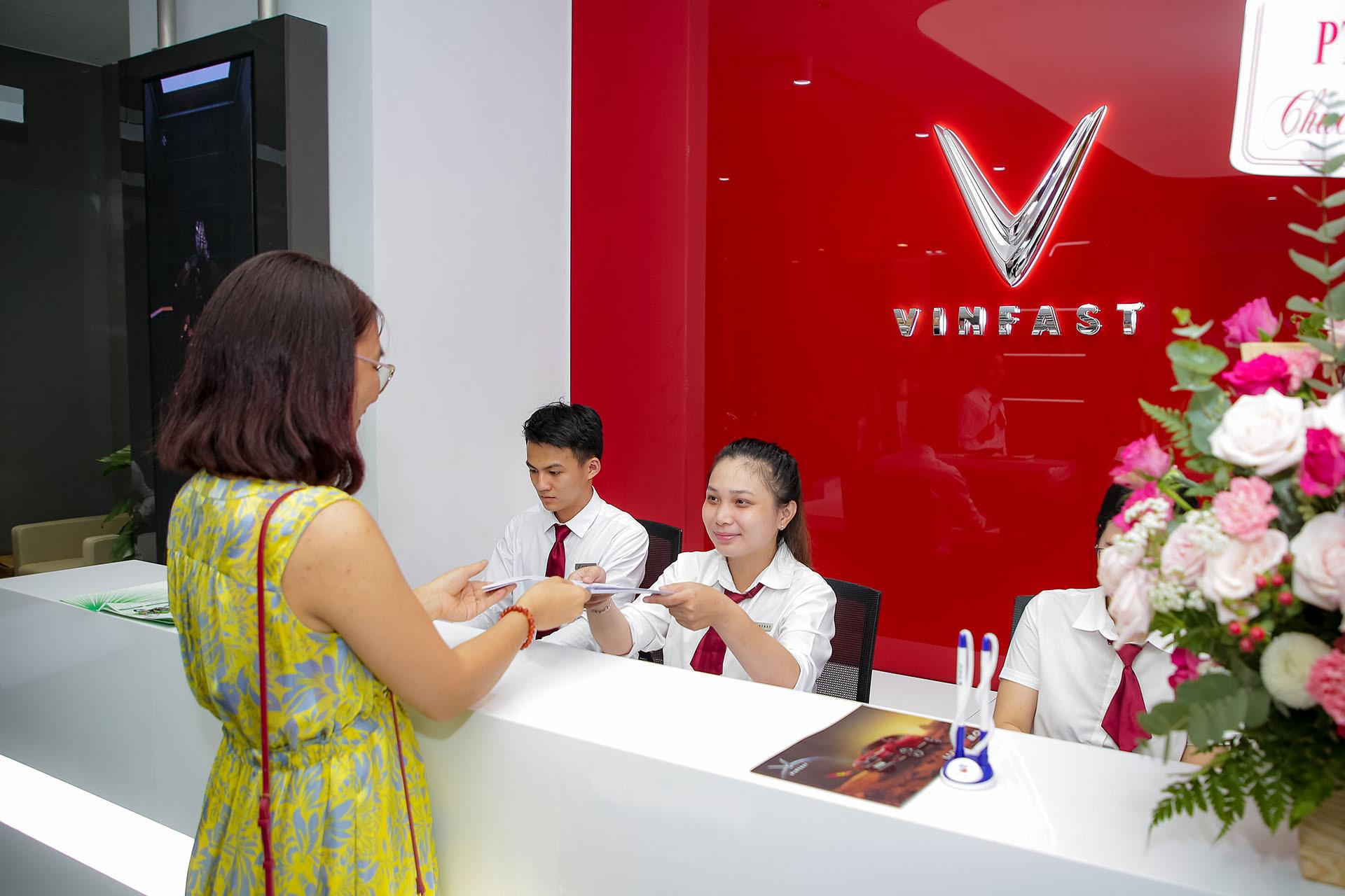 VinFast lập kỷ lục khai trương 27 showroom trong một ngày - Ảnh 6.