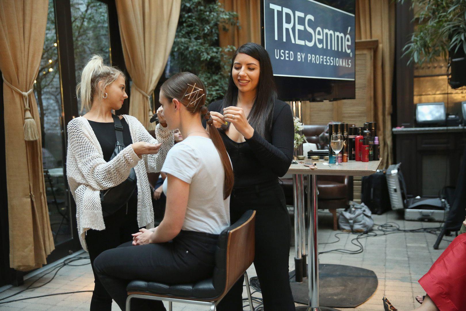 Bỏ túi bí quyết giúp tóc giảm gãy rụng từ nhà tạo mẫu tóc hàng đầu Hollywood Justine Marjan - Ảnh 2.