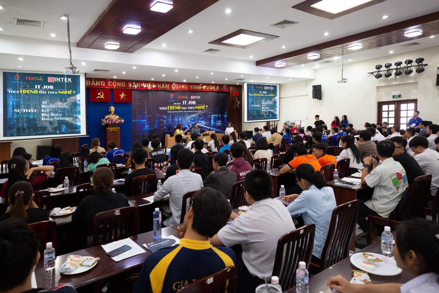 Sự kiện do Trung tâm Phát triển Khoa học và Công nghệ Trẻ (TST) (trực thuộc Thành Đoàn Thành phố Hồ Chí Minh) kết hợp với Công ty Cổ phần Đào tạo INTEK tổ chức