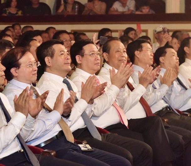 Chương trình Màu hoa đỏ - Món quà ý nghĩa tri ân những người có công - Ảnh 1.