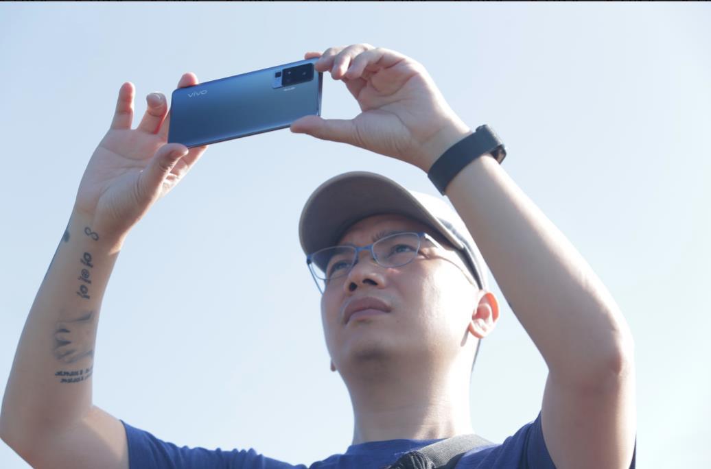 Bất ngờ rò rỉ video bóc tem vivo X50 Pro đầu tiên tại Việt Nam - Ảnh 3.