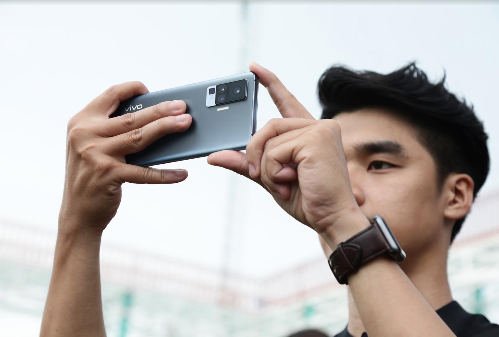 Bất ngờ rò rỉ video bóc tem vivo X50 Pro đầu tiên tại Việt Nam - Ảnh 4.