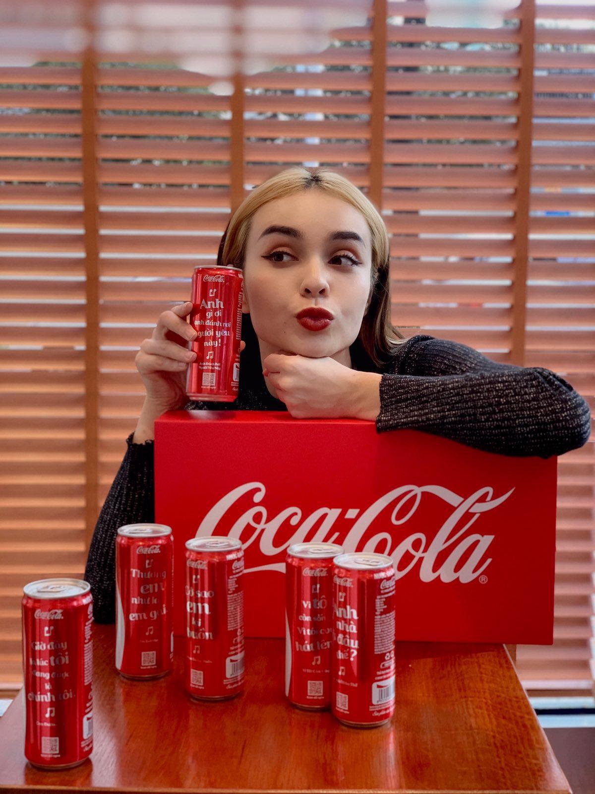 """Coca-Cola 1 lần nữa khiến giới trẻ """"sôi sục"""" với bộ lon """"Trao giai điệu hứng khởi"""" - Ảnh 4."""