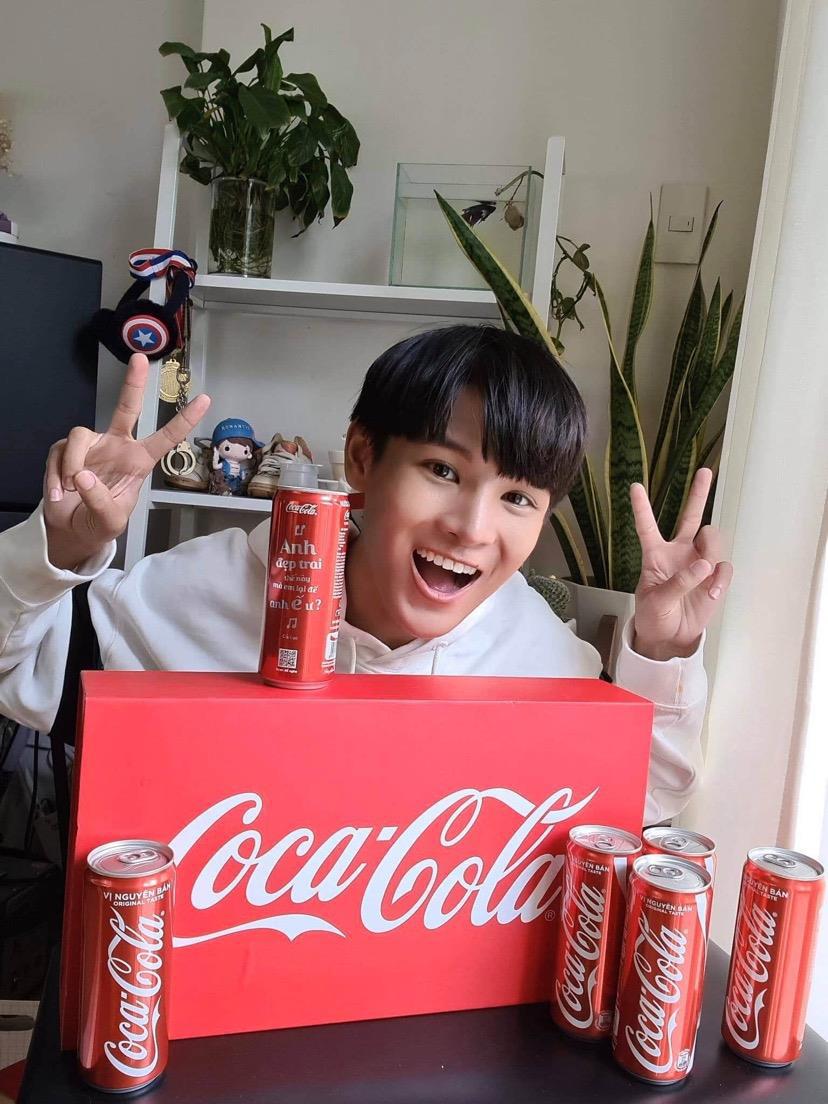 """Coca-Cola 1 lần nữa khiến giới trẻ """"sôi sục"""" với bộ lon """"Trao giai điệu hứng khởi"""" - Ảnh 5."""