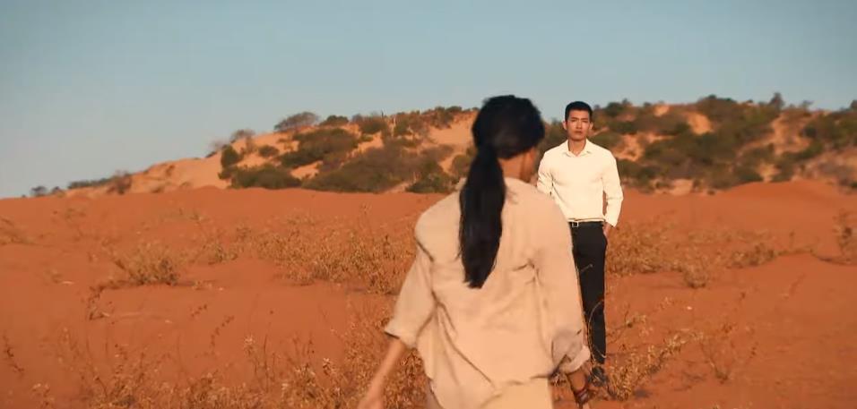 """Những người phụ nữ với khát vọng yêu thương trong """"Cát đỏ"""" - Ảnh 4."""