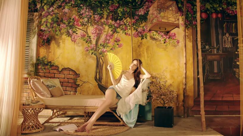 Không còn là cô Ba Trà e ấp, Chi Pu quay ngoắt 180 độ làm khuê nữ Hà thành sắc sảo, nóng bỏng - Ảnh 3.