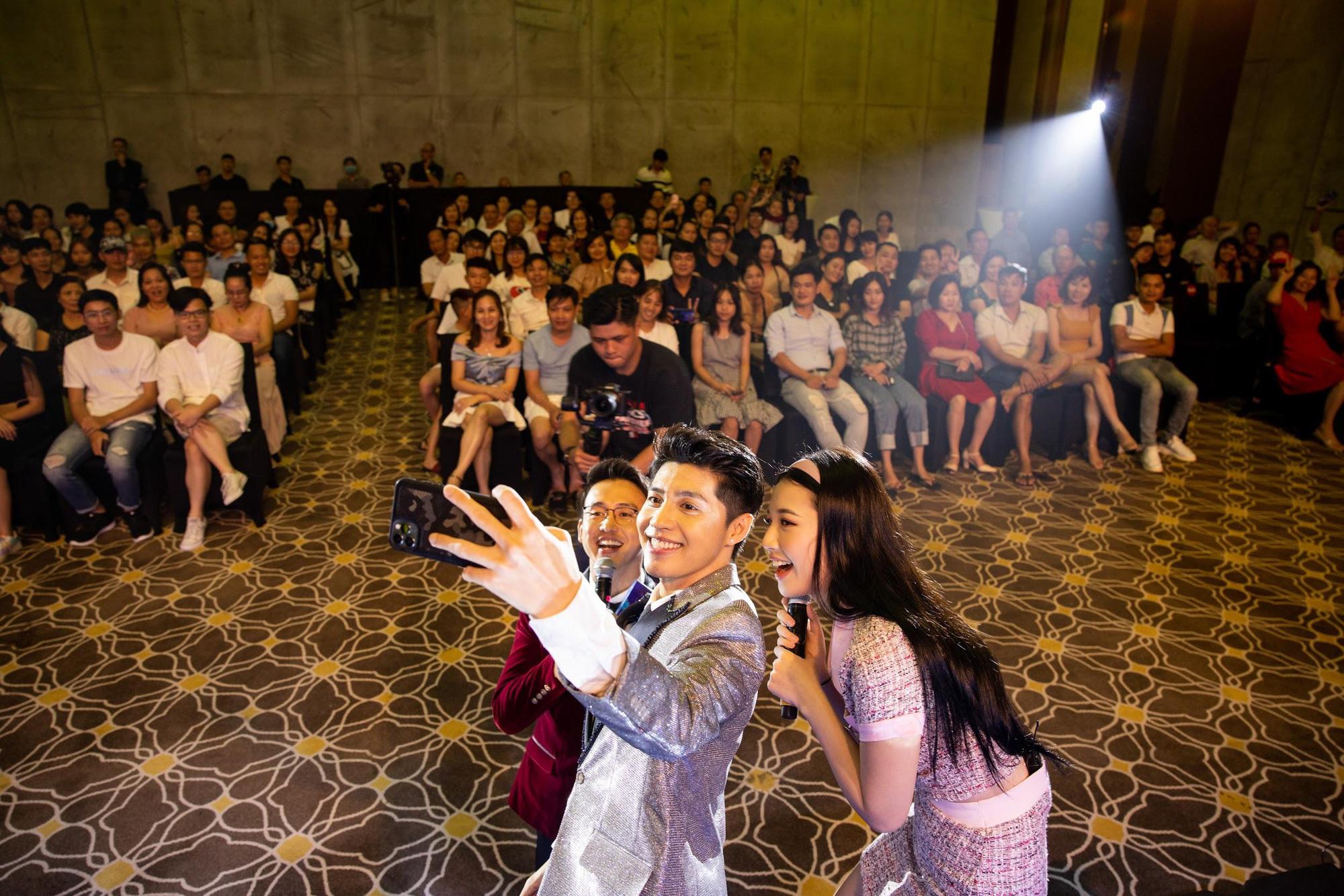 Loạt ảnh mới nhất xinh lung linh của Đông Nhi, Noo Phước Thịnh khiến khán giả trầm trồ trong đêm Gala Secret Concert – Chill Cùng Acecook - Ảnh 11.